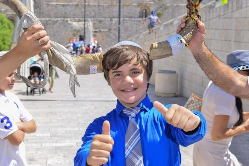 photo bar mitzvah in the western wall