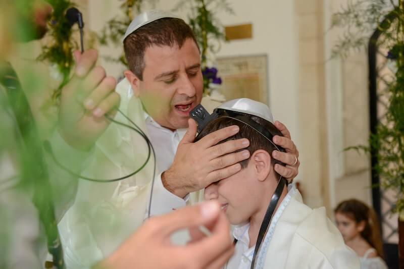 picture Jewish Bar Mitzvah ar the kotel