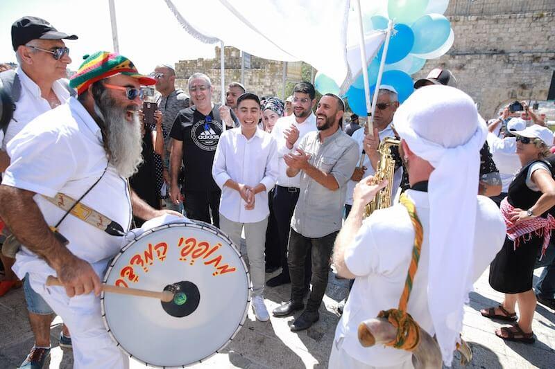 photo bar mitzvah ceremony at the kotel