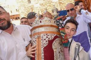 photo bar mitzvah at the kotel