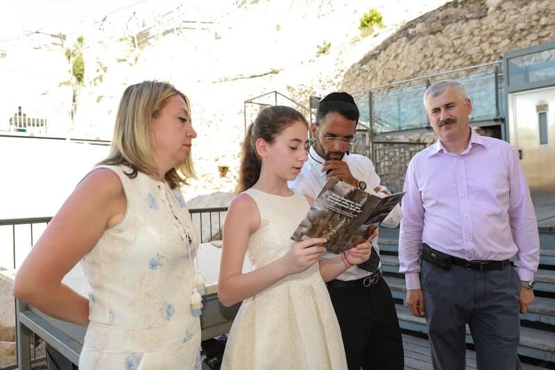 photo bat mitzvah ceremony at the kotel